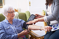 Medic caring for senior woman at home - ZEF001170