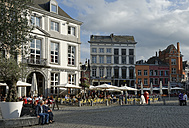 Belgium,  Province of Hainaut, Mons, cafes and restaurants at the central square - LBF000965