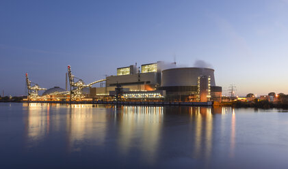 Germany, Hamburg, Coal-fired Power Station Moorburg in the evening - RJF000297