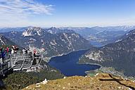 Austria, Salzkammergut, Dachstein Mountains, observation platform 5 Fingers with Lake Hallstein - SIE006047