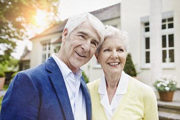 Germany, Hesse, Frankfurt, Portrait of a senior couple - RORF000015