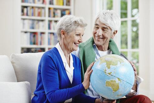 Germany, Hesse, Frankfurt, Senior couple at home, planning world tour - RORF000022