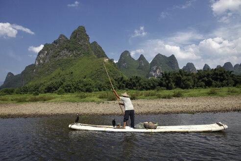 China, Guangxi, Xingping, cormorant fisherman on Li river - DSG000228