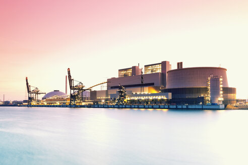 Germany, Hamburg, Coal-fired Power Station Moorburg at Elbe river - MSF004282