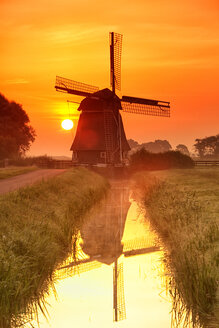 Netherlands, North Holland, windmill at sunset - DSG000284