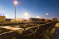 Germany, Hamburg, railway yard, freight train, sidetrack in the evening light - MSF004286