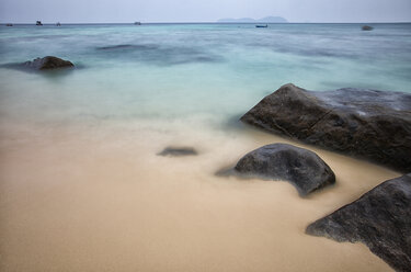 Malaysia, Tioman Island, beach with boulders - DSGF000301