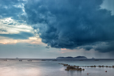 Malaysia, Tioman Island, sunset at Salang - DSGF000823