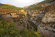 Spain, Ordesa National Park, mountainscape with canyon - DSGF000457