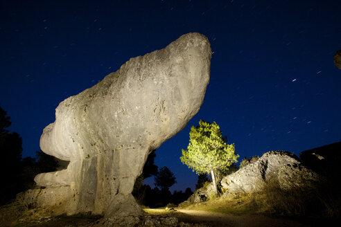 Spain, Cuenca, Tree and rock formation in Serriana de Cuenca Natural Park - DSGF000646
