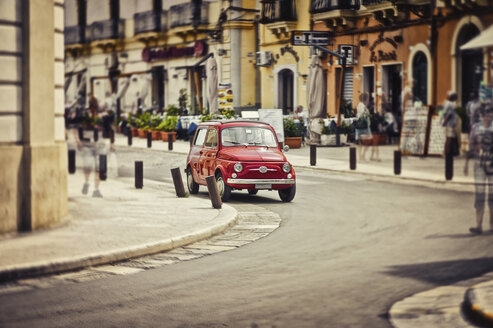 Italy, Apulia, Gallipoli, parking red Fiat 500, multiple exposure - DIKF000121