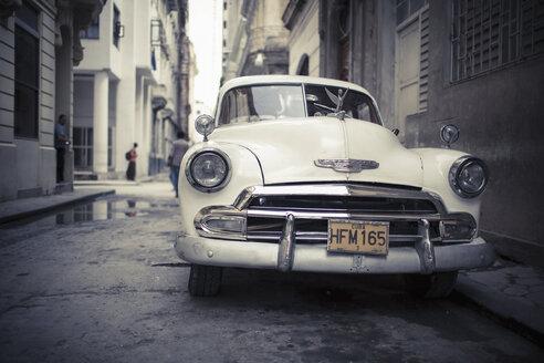 Cuba, parking white vintage car on a road - NN000034
