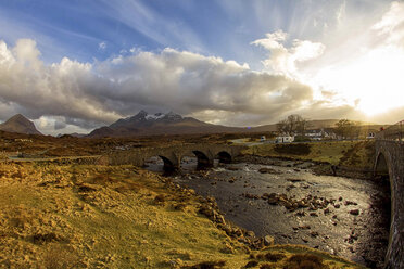 UK, Scotland, Isle of Skye, bridge - DLF000005