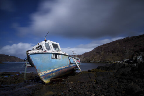 UK, Scotland, Highlands, old boat - DLF000019