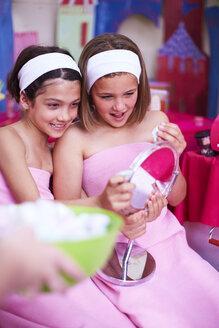 Two girls on a beauty farm looking in mirror - ZEF001380