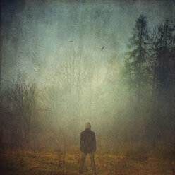 Man in fog - DWI000251