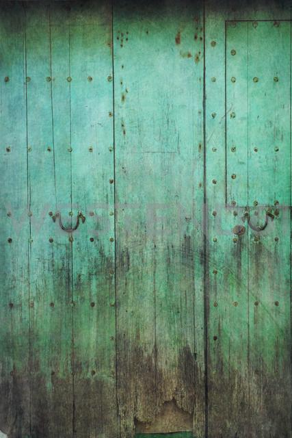 Old wooden door - DWIF000261 - Dirk Wüstenhagen/Westend61
