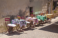 France, Provence-Alpes-Cote d'Azur, Bouches-du-Rhone, Cassis, Restaurant in an alleyway - WDF002637