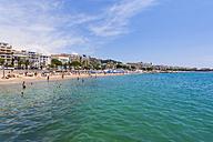 France, Cote d'Azur, Cannes, tourists on beach - WDF002713