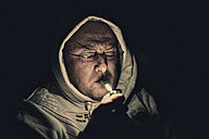 Smoker with lighter at night - FRF000006