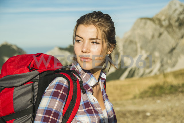 Austria, Tyrol, Tannheimer Tal, young woman on a hiking trip - UUF002161 - Uwe Umstätter/Westend61