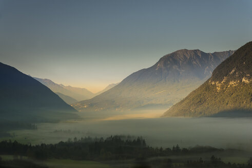 Austria, Tyrol, Tarrenz, morning fog in valley - MKFF000137