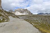 Italy, Veneto, Dolomites, Mountain scenery at the Tre Cime di Lavaredo area, gravel road - RJF000319