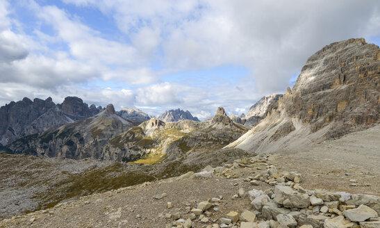 Italy, Veneto, Dolomites, Mountain scenery at the Tre Cime di Lavaredo area - RJF000316