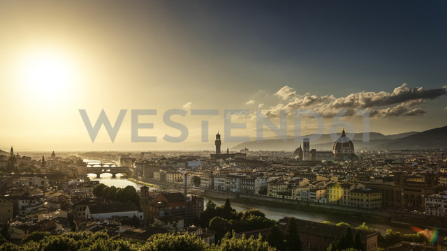 Italy, Tuscany, Florence, Cityscape in the evening light - PUF000111
