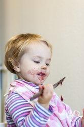 Little girl watching dripping jam - JFEF000507