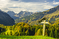 Germany, Bavaria, Allgaeu, Allgaeu Alps, Oberstdorf, Cross in the Oy Valley, Stillach Valley in the background - WGF000501