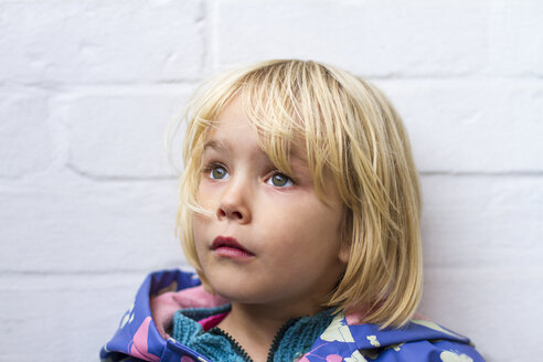 Portrait of sad little girl in front of whie wall - JFEF000496