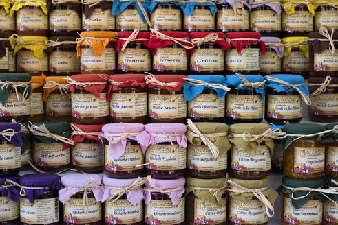 France, Bretagne, Finistere, Artisan jams at Locronan evening market, - LA001145