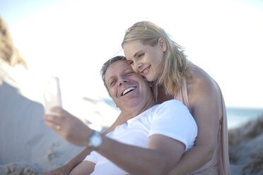Happy couple on the beach taking a selfie - ZEF007936