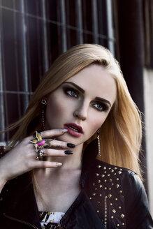 Portrait of rouged blond woman - DAWF000215
