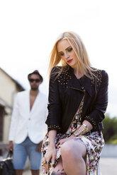 Portrait of fashionable blond woman - DAWF000227