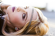 Portrait of rouged blond woman with hair-band - DAWF000230