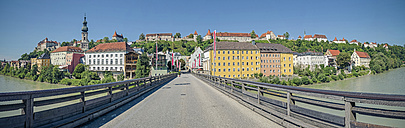 Germany, Bavaria, Burghausen, Old town with castle complex and Old bridge over Salzach river, Panorama - OPF000027