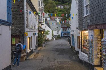 UK, Cornwall, Polperro, alley in the village - FR000047