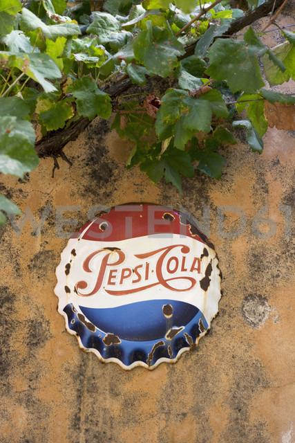 Spain, Balearic Islands, Mallorca, Arta, grape vine and commercial sign for Pepsi-Cola - HL000747