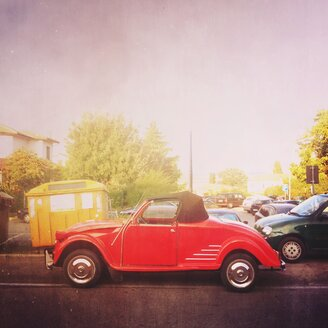 Italy, Pienza, Red Citroen convertible - GSF000908