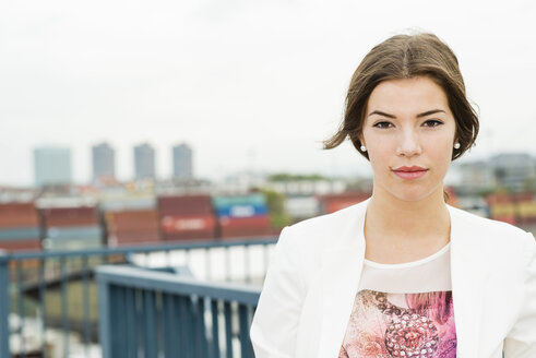 Portrait of young businesswoman - UUF002342