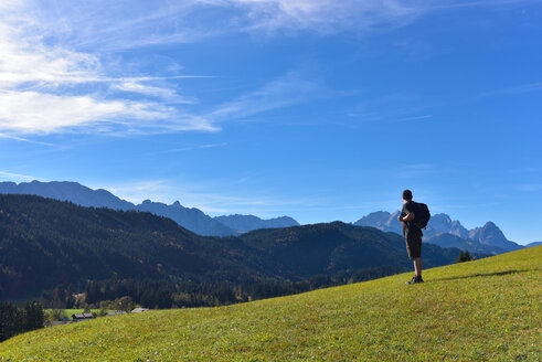 Germany, Bavaria, Allgaeu, hiker near Geroldsee - FDF000082