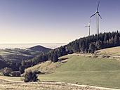 Germany, Breisgau-Hochschwarzwald, Holzschlaegermatte, wind turbines - DRF001157