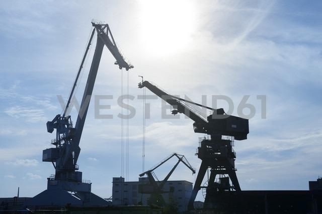 Germany, North Rhine-Westphalia, Neuss, harbor cranes - GUFF000016