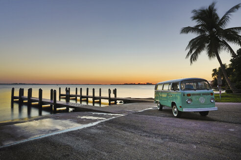 USA, Florida, Cape Coral, sunset above the ocean - SHK000024