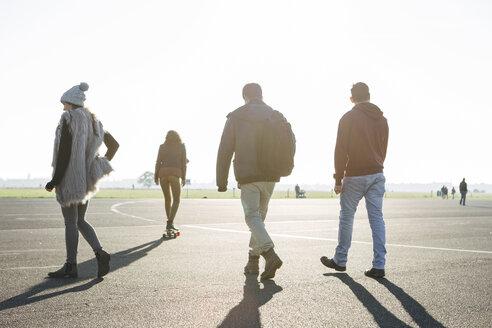 Germany, Berlin, Tempelhof field, young adults longboard skating - FX000084