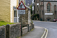 UK, Cornwall, St. Mellion, Warning sign with elderly people - FRF000116