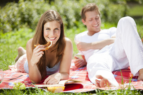 Happy couple having a picnic in park - CvK000198