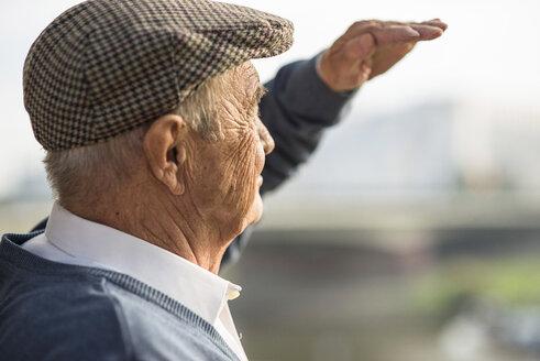 Senior man wearing cap outdoors - UUF002687